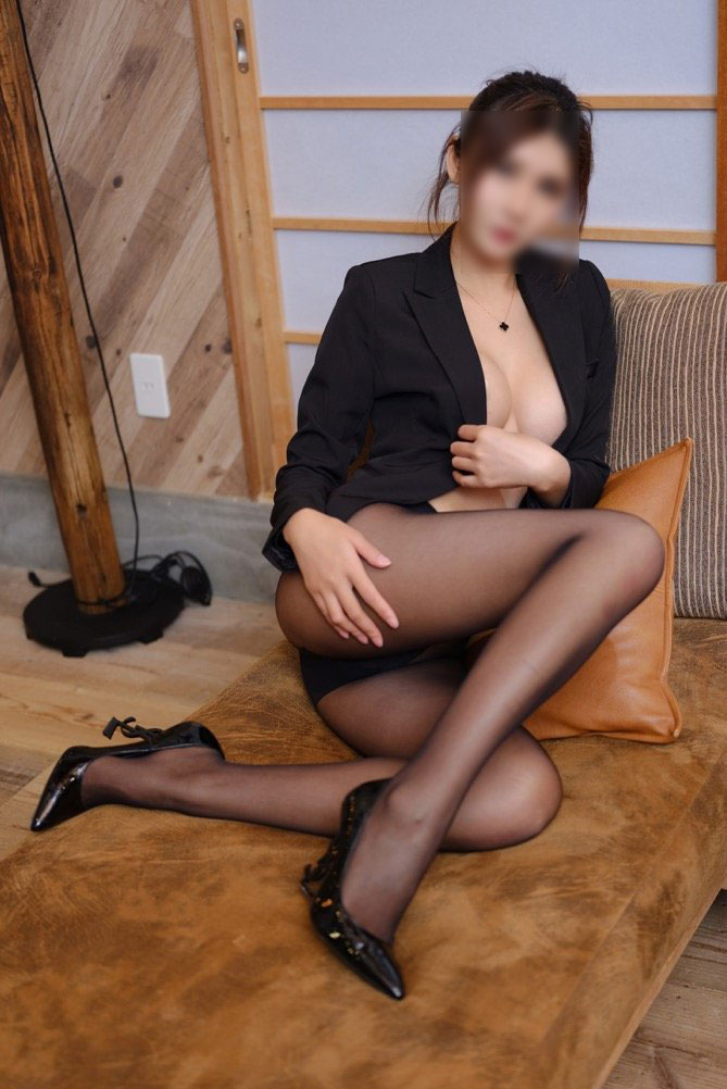 Mia is sexy asian escort model Manhattan
