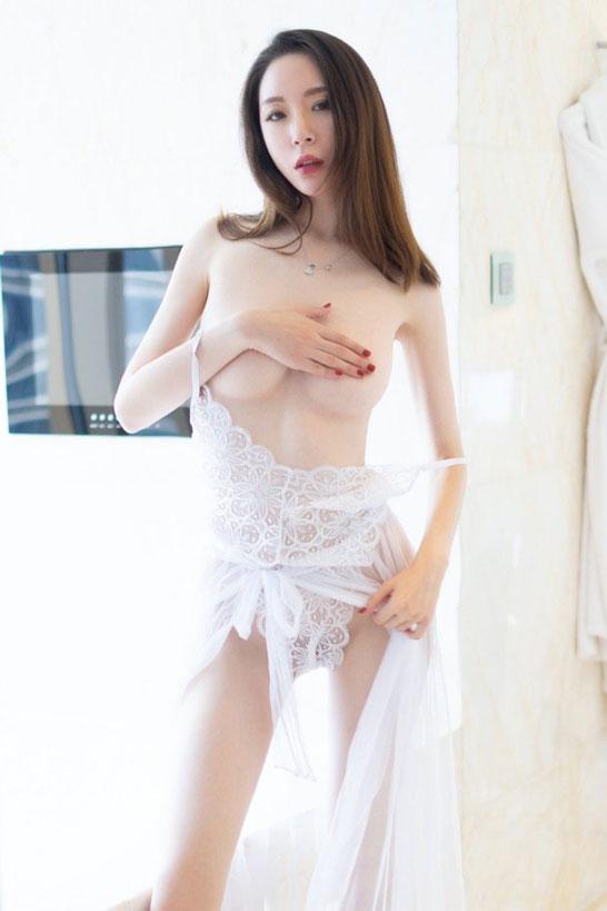 Erotic Escort Model bachelor party Jenny